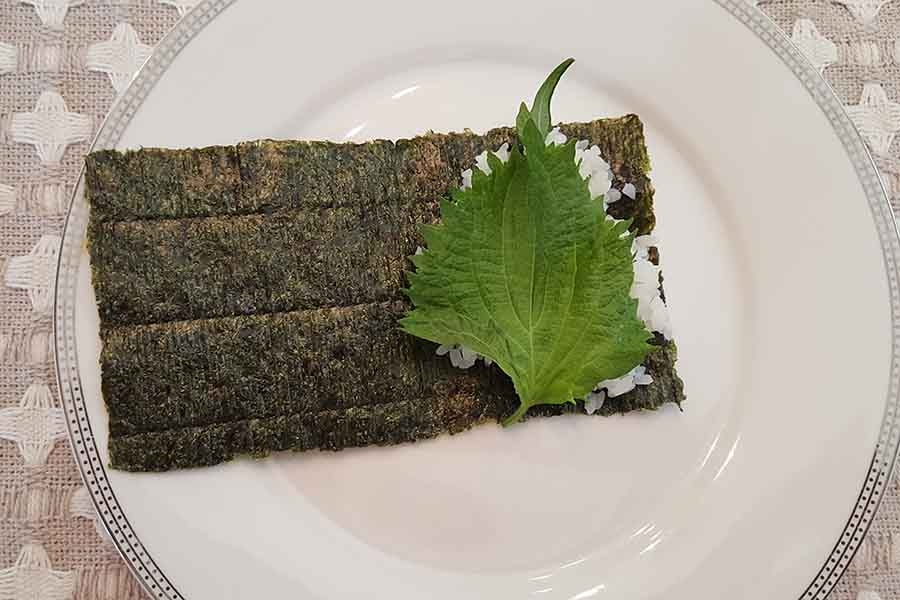 How to make temaki sushi roll with shiso